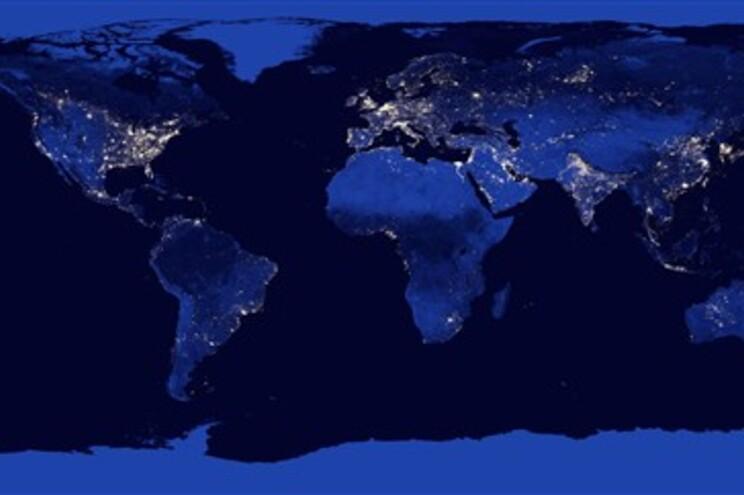 O Mundo à noite em imagem inédita - JN