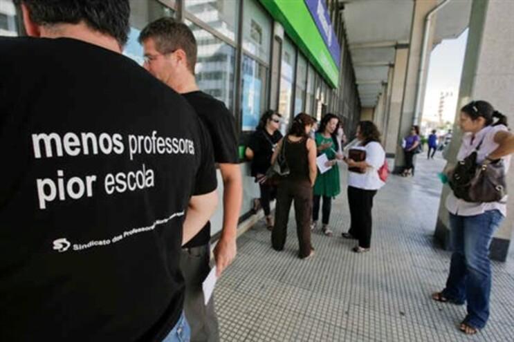 Sindicato diz que há mais de 30 mil professores sem colocação