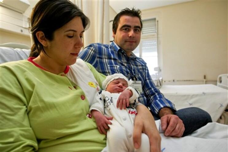 Primeiro bebé de 2013 é uma menina e nasceu no Porto