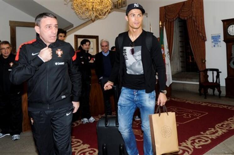 Ronaldo à chegada ao hotel onde a seleção está concentrada