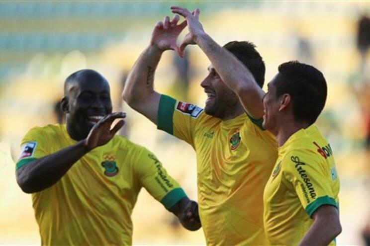 Cícero, Manuel José e Hurtado festejam o golo que deu a vitória ao Paços de Ferreira