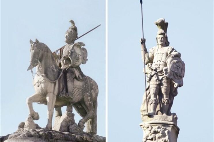 """As estátuas """"São Longuinhos"""" (à esquerda) e """"O Guimarães"""""""