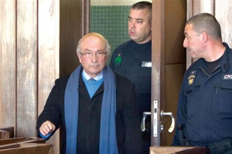 Condenado a 20 anos por matar ex-genro, é o único preso a receber visitas diárias na prisão em Aveiro