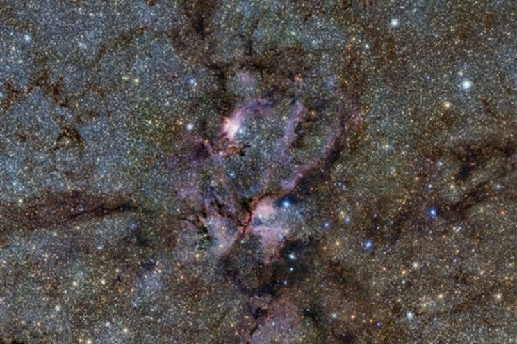 Estrelas jovens rodeadas por nuvens de gás e poeira