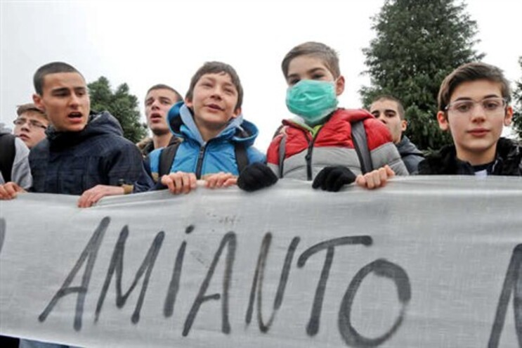 Alunos da Escola Secundária de Amares contra o facto do pavilhão gimnodesportivo ter cobertura em amianto
