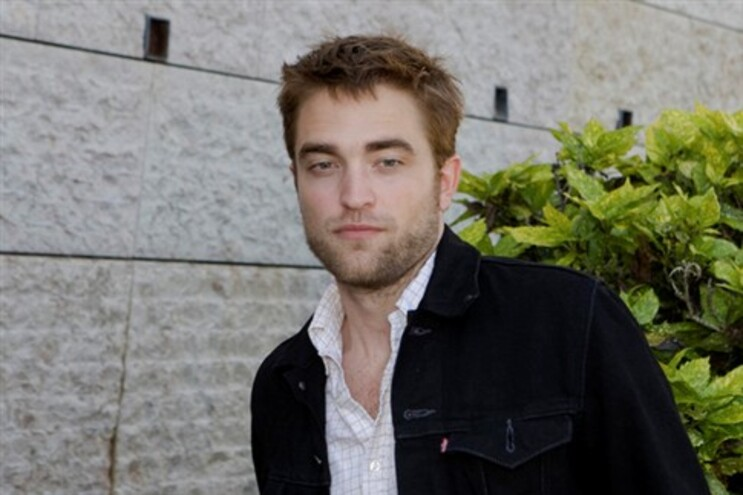 Robert Pattinson prefere ficar sozinho