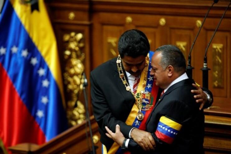 Nicolás Maduro assume o poder