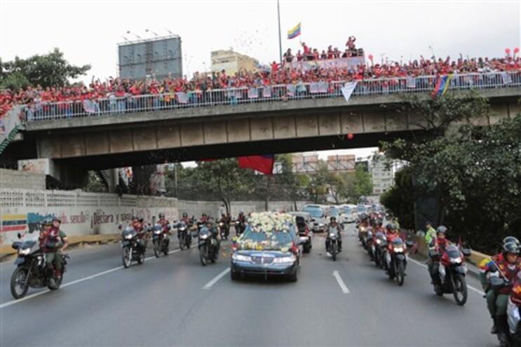 Caixão de Chávez foi transferido para o Museu Militar