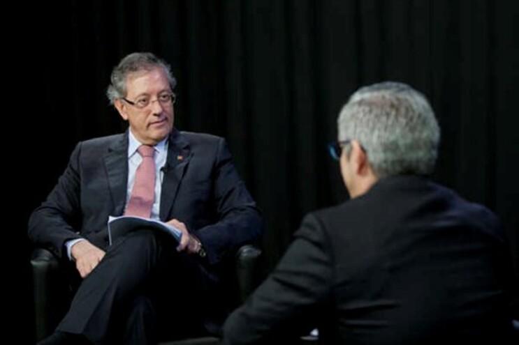 Almeida Henriques durante uma entrevista realizada nos estúdios do JN Online, conduzida pelo sub-diretor