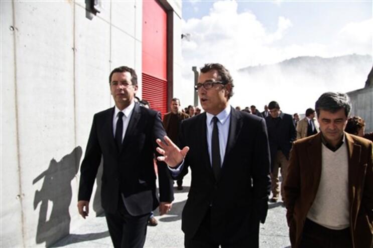 António José Seguro e António Mexia (ao centro) numa visita à barragem do Alqueva