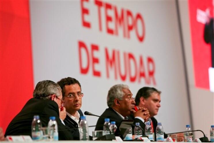 """Cinco dirigentes """"socráticos"""" fora da lista para a Comissão Nacional do PS"""