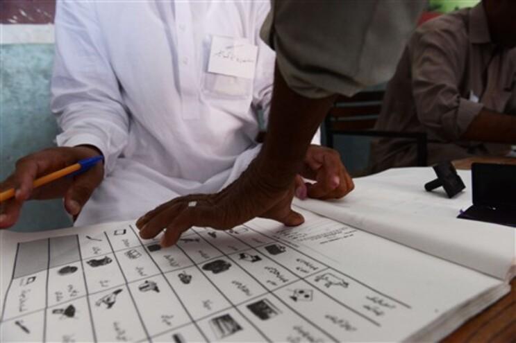 Paquistão está a realizar eleições legislativas