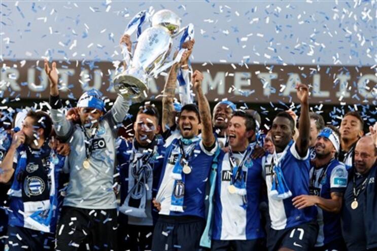 Equipa do F.C. Porto recebeu taça na Mata Real