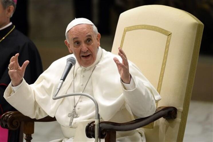 O papa relembrou que as gerações anteriores tinham muito cuidado em não desperdiçar a comida