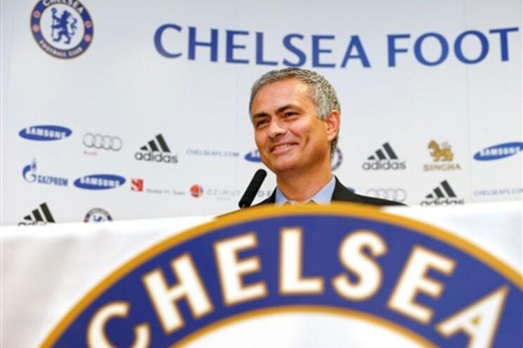 Mourinho volta a ser apresentado no Chelsea nove anos depois