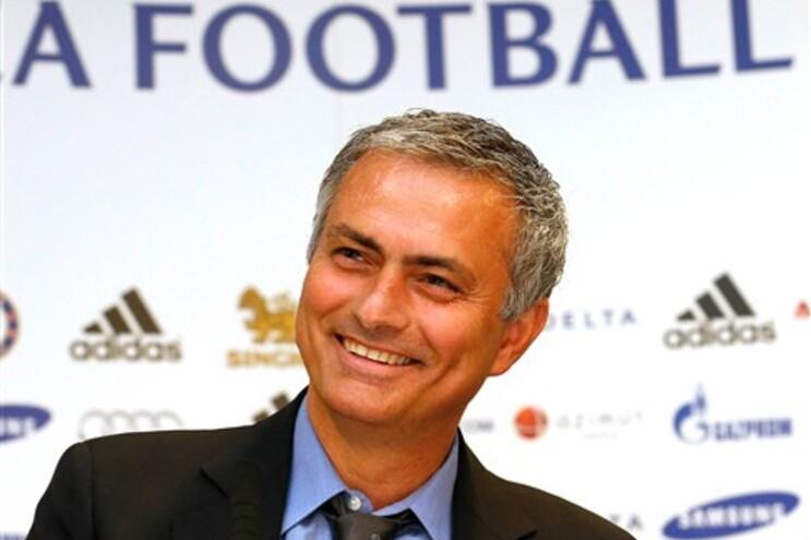 """Mourinho diz-se """"feliz"""" e """"uma pessoa diferente"""" no regresso ao Chelsea"""