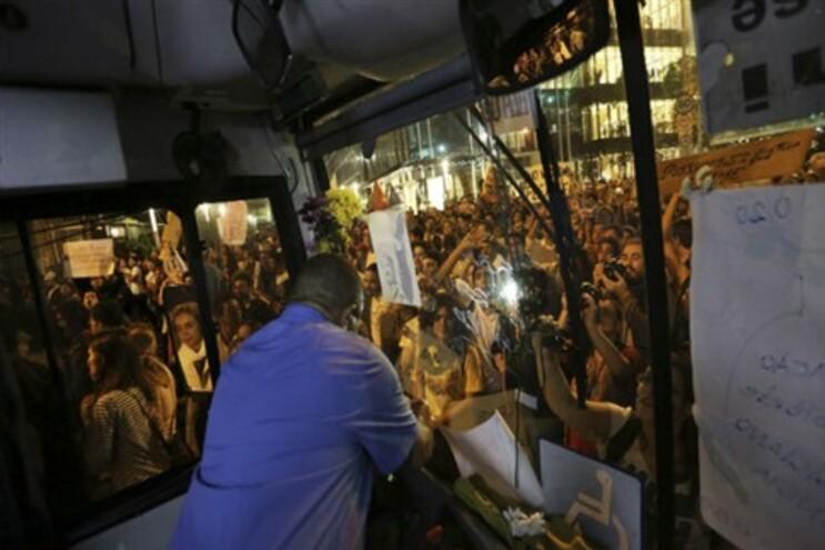 A subida do preço das tarifas dos transportes etsev na origem do protesto