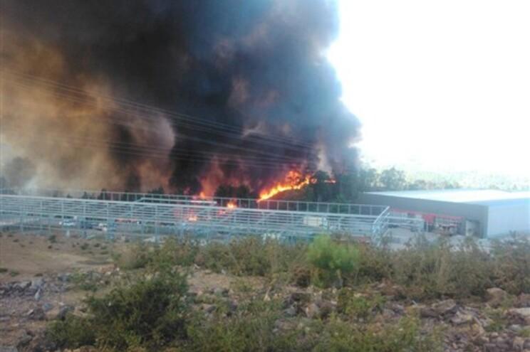 Incêndio esteve muito perto da zona industrial
