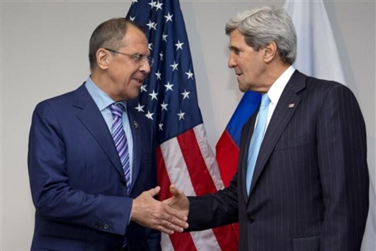 Ministro russo e secretário de Estado norte-americano