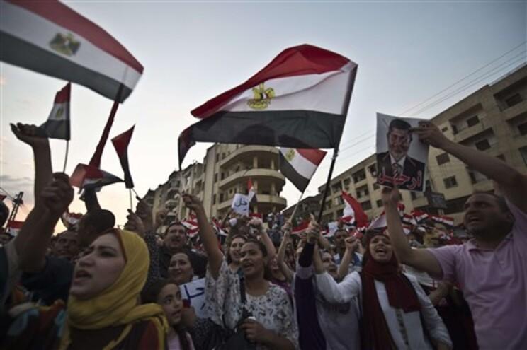 Egípcios exigem a saída do presidente Mohamed Morsi