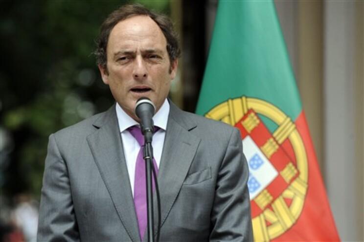 Paulo Portas apresenta demissão por desacordo quanto à nova ministra