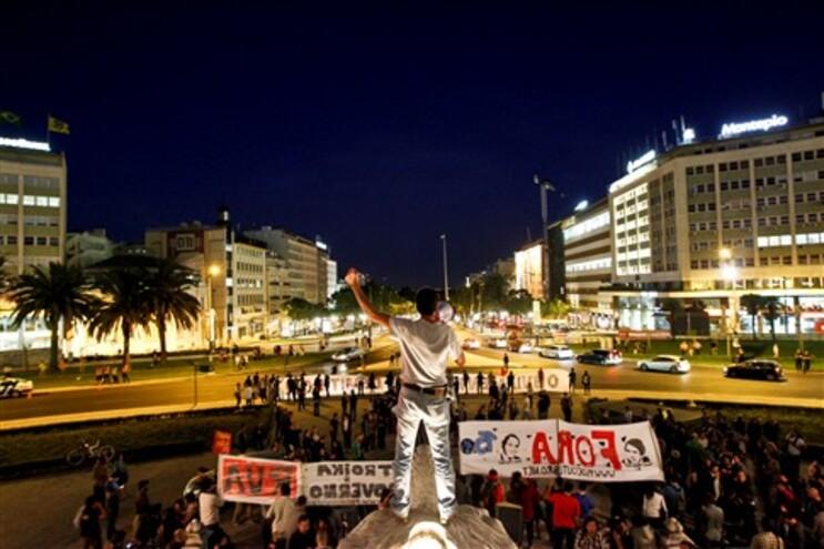 Indignados saem à rua em Lisboa e Porto para pedir demissão de Passos