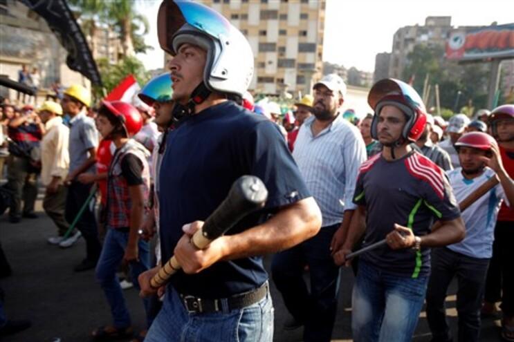 Sete mortos em confrontos entre grupos rivais no Cairo