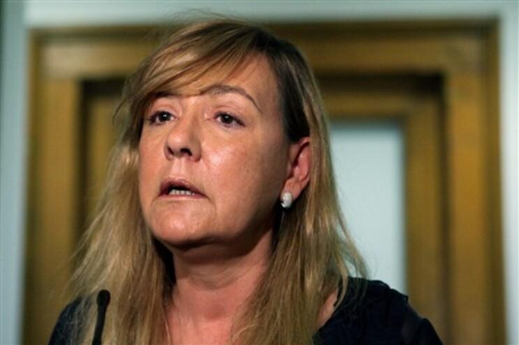 """No entender da ministra e militante social-democrata,""""o Governo tem condições para se manter"""""""