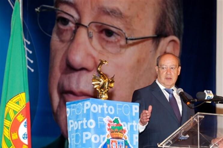 Pinto da Costa falou para quase e um milhar de pessoas que acudiram ao Centro Português de Caracas