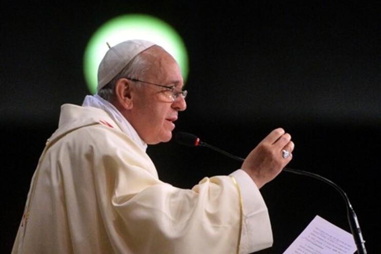 Português cruza-se com o Papa Francisco a caminho da casa de banho