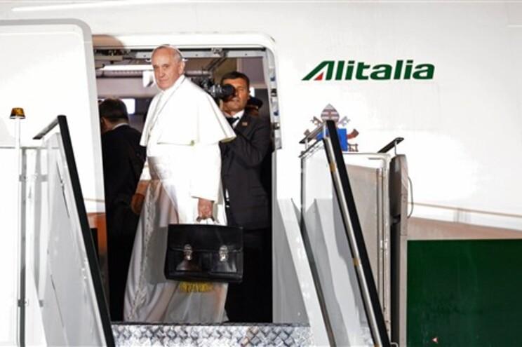 Papa deixa o Brasil