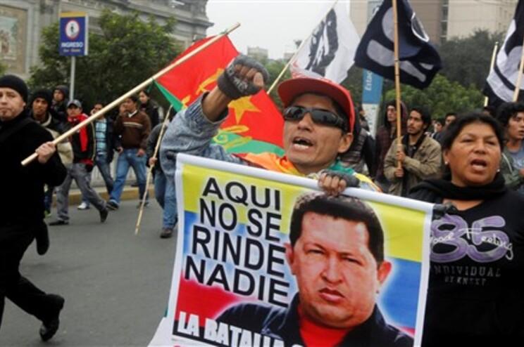 Milhares de venezuelanos saem à rua para recordar Hugo Chávez