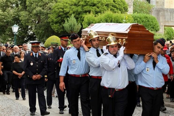 Enterro do bombeiro foi acompanhado pelo ministro da Administração Interna