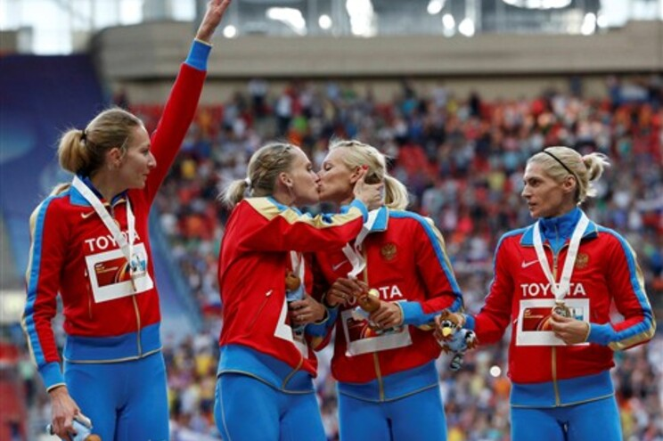 Beijo lésbico de atletas russas acende polémica