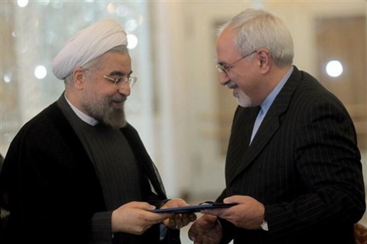Presidente iraniano Hassan Rohani dá posse ao novo ministro dos Negócios Estrangeiros Mohammad Javad