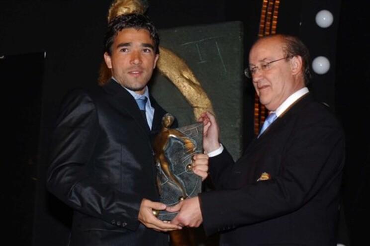 """""""É jogador que fica na história do F.C. Porto, será um das lendas do F.C. Porto"""", afirmou Pinto da Costa"""