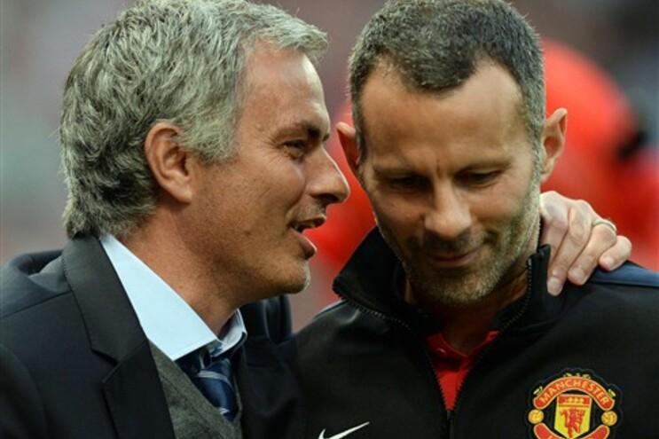 Mourinho conversa com Ryan Giggs