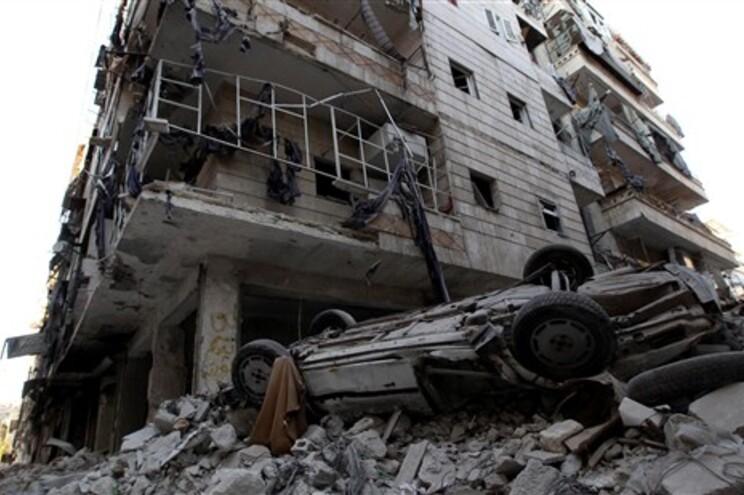 França, Arábia, Emiratos e Jordânia aumentam apoio aos rebeldes