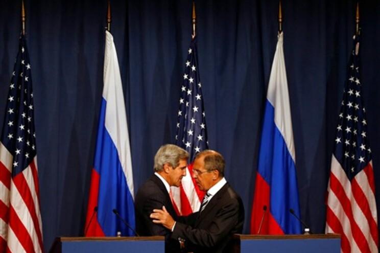 EUA e Rússia dão uma semana a Damasco para apresentar lista de armas