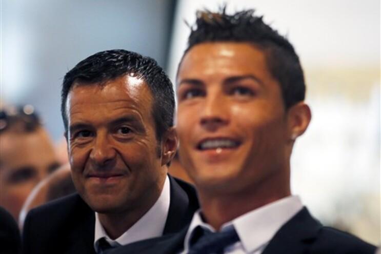 """Ronaldo está """"extremamente feliz """" e pode terminar carreira no Real Madrid"""