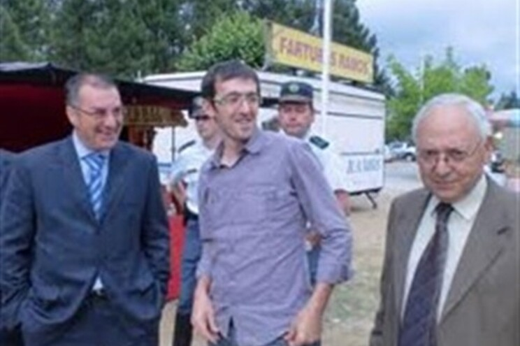 Joaquim Mendes (primeiro à direita) tinha 60% do corpo queimado