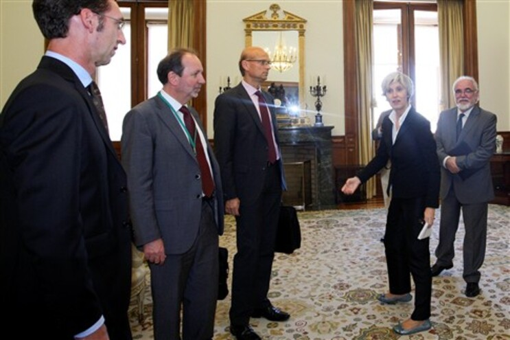 """Bloco considera que """"a troika vai ter de assumir as suas responsabilidades"""" por o país estar """"mais perto"""