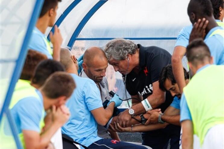 Perante esta ausência, a formação do Restelo será orientada nos Açores pelo treinador-adjunto, Jorge