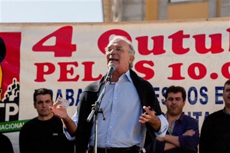 A CGTP acusa o ministro Miguel Macedo de evitar discutir o assunto