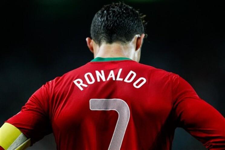 Ronaldo viu um cartão amarelo e fica de fora do último jogo de apuramento para o Mundial de 2014