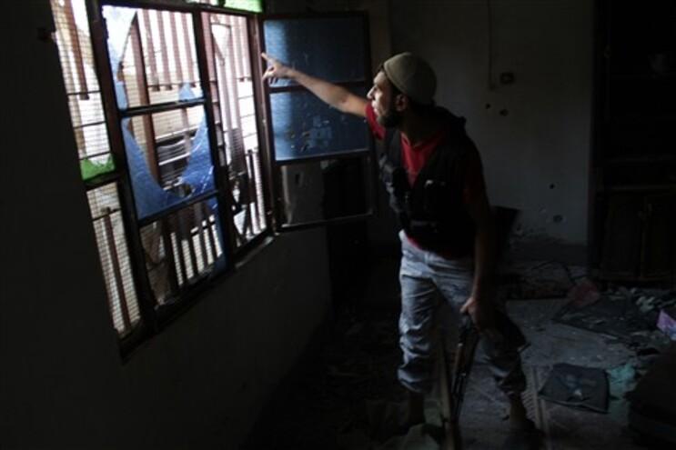 Rebeldes assaltam prisão na segunda maior cidade síria