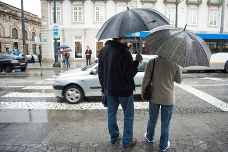 Quase todo o país com aviso amarelo devido à chuva