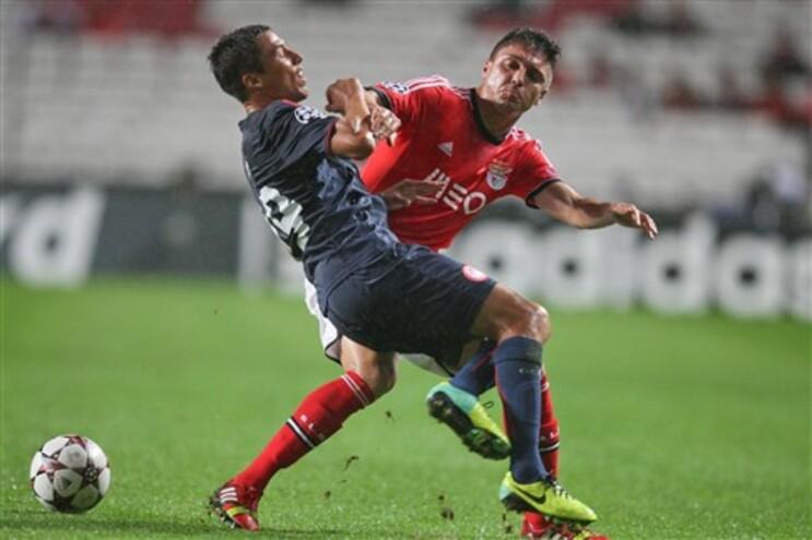 """Cardozo aproveita """"prenda"""" de Roberto e mantém Benfica na luta pelo apuramento"""