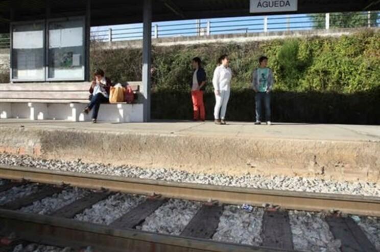 Limitações de velocidade afetaram a pontualidade dos comboios