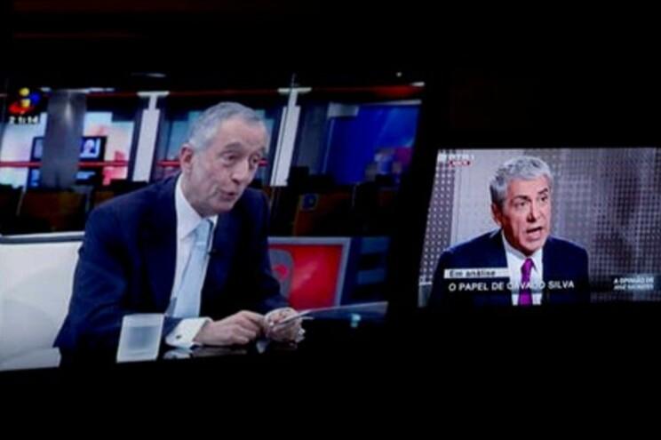 """""""El País"""" destaca fenómeno dos políticos comentadores em Portugal"""